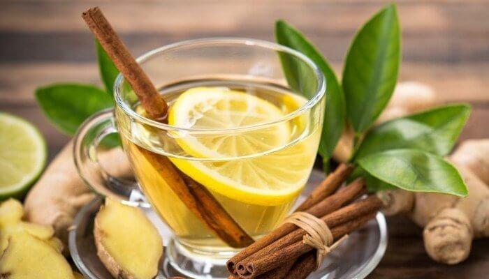 El agua con limon sirve para quemar grasa